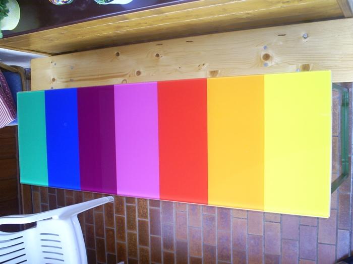 tischplatte_m.versch._folienfarben.jpg